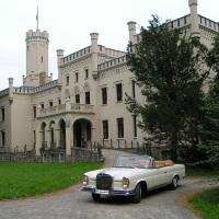 Mercedes - Schloss Reichenow 01